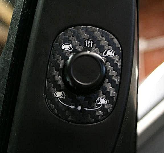 1 Foliendekor in Carbonoptik für die Spiegelverstellung