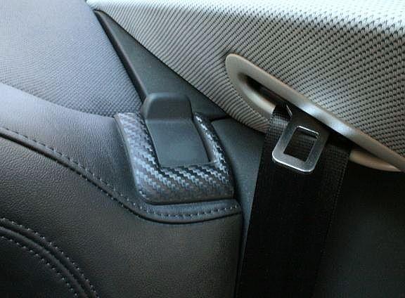 1 Set Foliendekor in Carbonoptik für die Rücksitzentriegelung