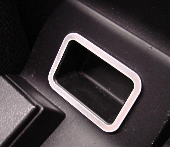 1 Aluminium Dekorrahmen für das Ablagefach zwischen den Sitzen