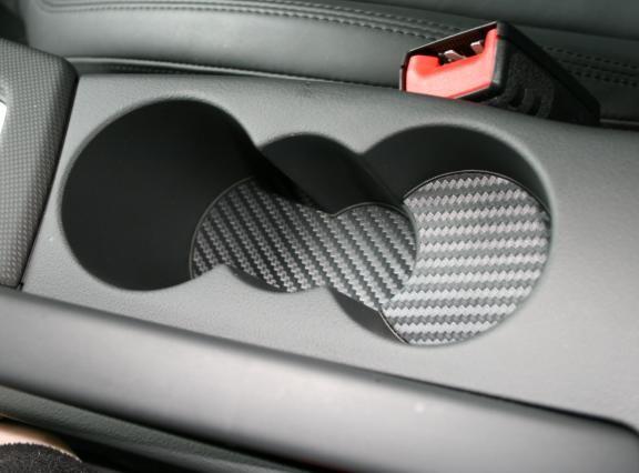 1 Foliendekor in Carbonoptik für den Becherhalter / vormontiert auf einer Aluminiumplatte