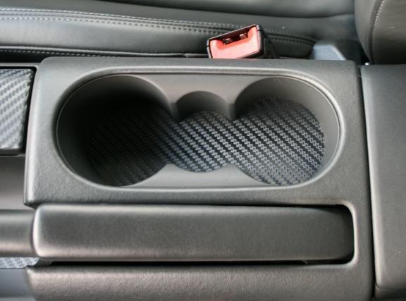 1 Foliendekor in Carbonoptik au einer Aluminium Trägerplatte für den Becherhalter