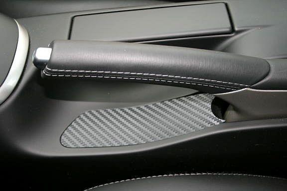 1 Foliendekor in Carbonoptik für unter der Handbremse
