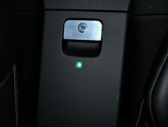 1 Aluminium Dekorblende für die Durchladefunktion beim Cabrio