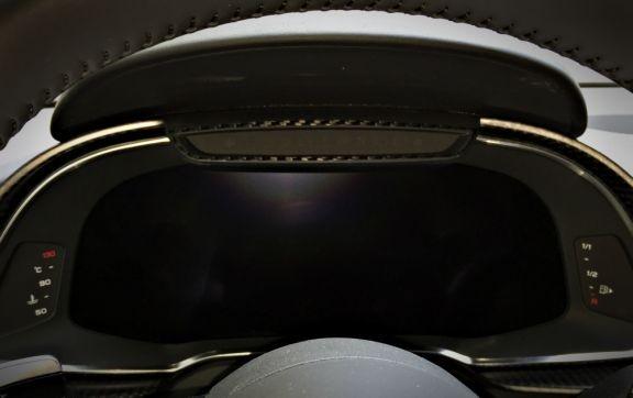 1 Carbon Dekorrahmen für den digitalen Tacho mittig oben