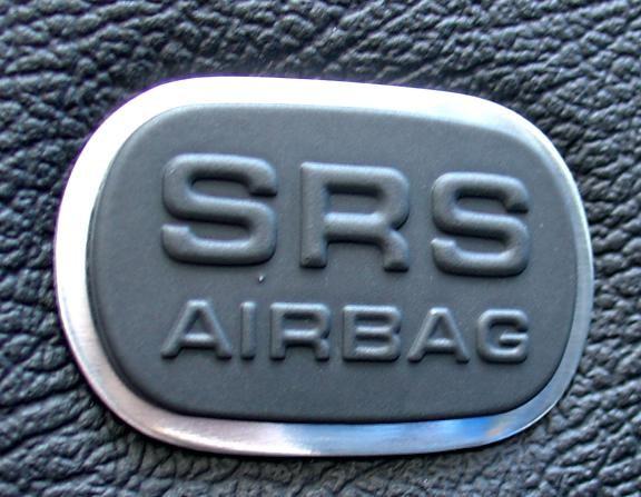 2 Zierrahmen Airbagschilder in den Türen