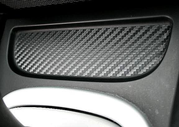1 Foliendekor in Carbonoptik für die Ablage in der Mittelkonsole