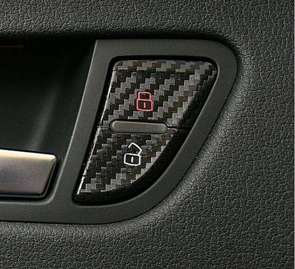 1 Foliendekor in Carbonoptik für die Türentriegelung
