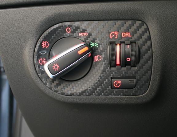 1 Foliendekor in Carbonoptik für den Lichtschalter mit Coming Home Funktion